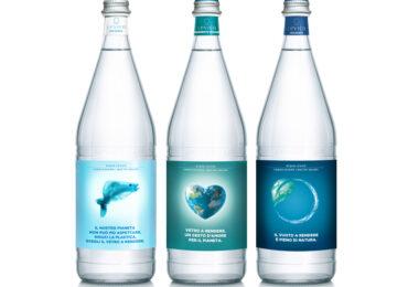 Nuove Etichette Manifesto di <b>Acqua</b> Levico: protagonista il vetro a rendere e la consegna a domicilio